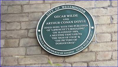 Plaque commémorative de la rencontre entre Oscar Wilde et Conan Doyle